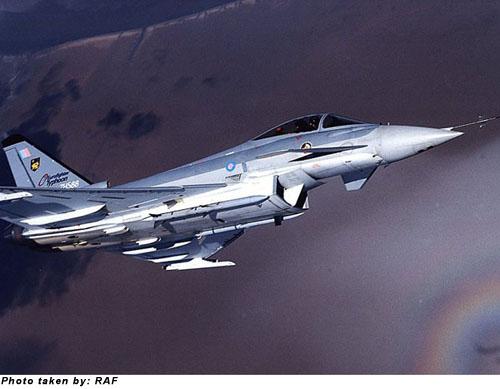 طائرة التايفون طائرة التايفون السعودية fef2000_p_02_l.jpg